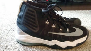 Size 6 Nike Air Max Audacity Basketball Shoes
