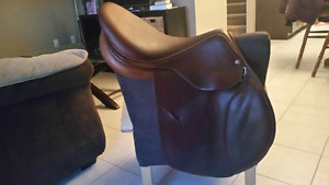 "Close Contact 17"" Luc Childeric Saddle"