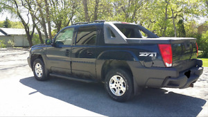 2004 Chevrolet Avalanche Z71 Loaded and Low Kilometers