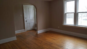 Close to UWO, 4 Bedroom upper AVAILABLE NOW $1150 + utili