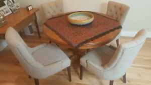 Dining Chairs / Dining Table