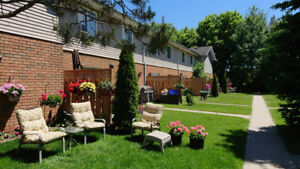 UNIQUE SMALL TOWN CHARM - TOWN OF STAYNER - 2 FLOOR TOWNHOUSE