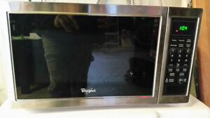 Whirlpool 0.9 cu. ft. Countertop Microwave