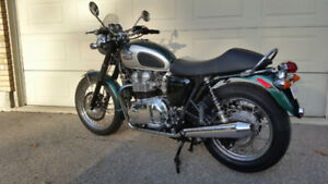 Pristine 2001 Triumph Bonneville with options