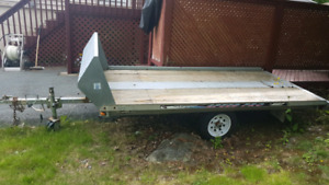 Single snowmobile trailer with salt shield