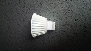 7W (42-50W replacement) LED MR16, GU5.3 Base - Brand New