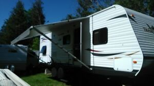 2011 Camper 27 ' with slide out for sale