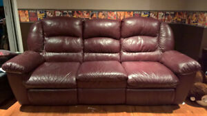 Leather reclining sofa / Divan inclinable en cuir