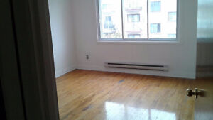 3bedroom apartment for rent, steps from Metro Acadie