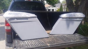 Stretched fiberglass saddlebags/lids for Harley