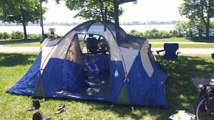 Woods: 6 Person tent with rain cover & storage locker