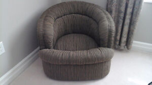 SWIVEL TUB CHAIR