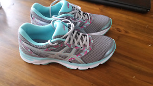 ASICS RUNNING SHOES NEW