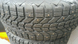 4 x Firestone Winterforce Tires with studs on Rims 215/60R16
