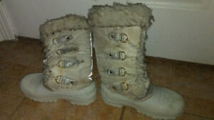 Girls White Winter Boots Youth Size 4 $15 obo