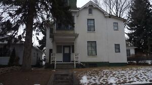 BACHELOR AND 1 BEDROOM SE HILL - APARTMENTS - 2ND FLOOR