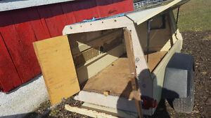 Small 4x6 trailer.