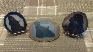 3 Dog Stone Plates & Stands