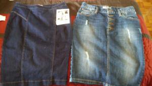 Vêtements de marque Guess pour femme small tops,jupes, robes..