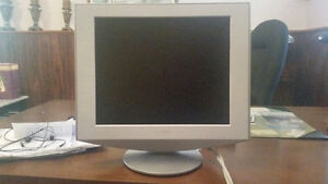 "Sony SDM-HS73/H 17"" Flat Panel LCD Monitor (WHITE) for sale"