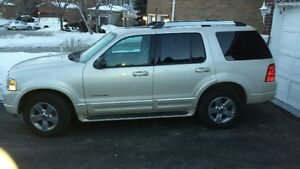 2005 Ford EXPLORER LIMITED 4x4 with 3rd ROW SEATS, DVD, Sunroof