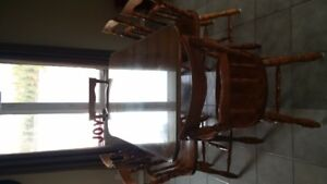 COLONIAL TABLE WITH 6 CHAIRS