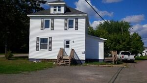 Large 2 Storey on Bus Route Heat & Lights Included