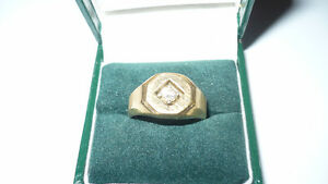 Mens 18K Yellow Gold Ring with diamond made in Italy