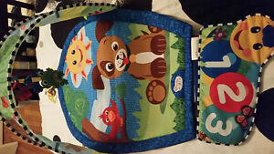 jouet musical pour bassinette +tapis musical