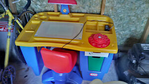 Kids drawing desk