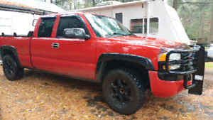 2003 GMC Sierra Z71 SLE pick up with accessories