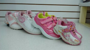 (20) Girls running shoes size 10