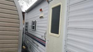 A 2000 5th wheel rv trailer