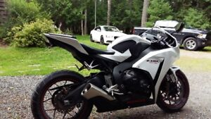 2014 CBR1000RR ABS in showroom condition, only 5500 km's!