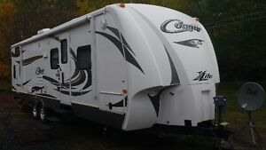 2012 Cougar XLITE  29BHS Trailer mint condition