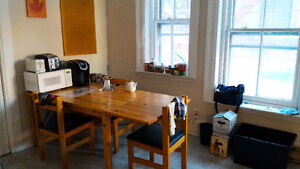 Atwater Appartement / Apartment 4BR July 1st / 1er Juillet