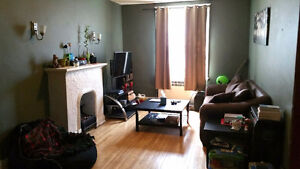 A  BRIGHT ONE BEDROOM, CENTRE TOWN, JUNE/JULY 1ST