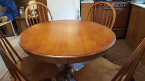 Maple Table & Chairs Stratford Kitchener Area image 1