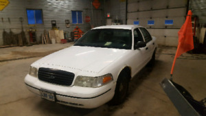 2000 ford crown Victoria P71 police interceptor