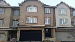 LUXUARY 3BEDROOMS ANCASTER/MEADOWLANDS TOWNHOUSE  FOR APRIL 1