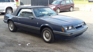 1986 Ford Mustang Cabriolet  $4500 ou échange ?