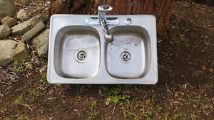 Double sink with faucet