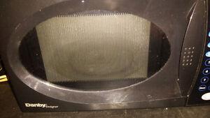 black danby  microwave very clean