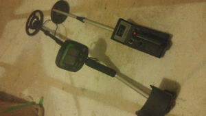 2 Metal Detectors