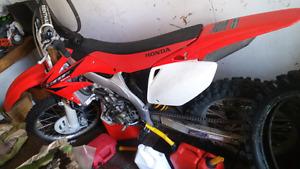 2005 Honda CRF 450R Dirtbike