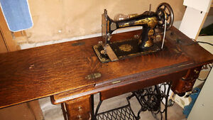 Antique - SINGER Sewing Machine - Cabinet Style - Antique
