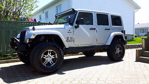 2011 Jeep Wrangler Sahara unlimited VUS