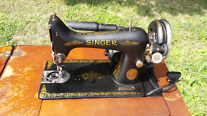 Beautiful WORKING Singer sewing machine with cabinet
