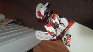 Snowboard with freestyle bindings