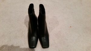 Like new ankle boots
